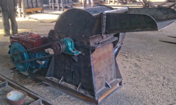 配置柴油机的木材粉碎机适用于园林加工